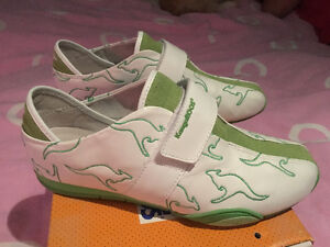 KangaROOS white & green (size 8) leather shoes
