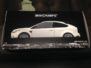 1/18 Diecast minichamps Ford Focus rs500 cosworth white & black