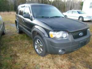 ---05 FORD ESCAPE FOR PARTS OR WOOD BUGGY----------