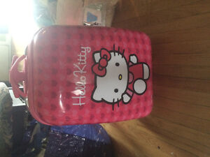 Matelas gonflable et valise Hello Kitty