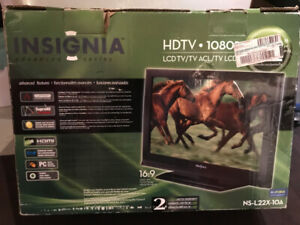 Insignia NS-L22X-10A HD LCD Tv/ monitor