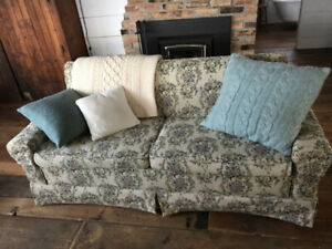 BEAUTIFUL VINTAGE SOFABED AND CHAIR