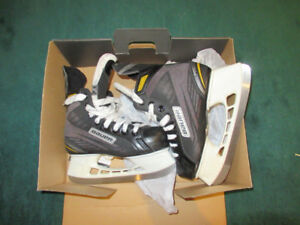 Ice skates for kid 7-9 years. Bauer Size 3.