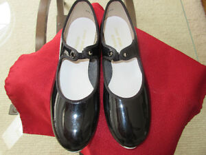 Girls black patent leather tap shoes  `Johnny Brown's Size 5.5M