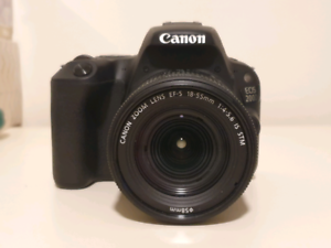 Canon 200d w/ 18-55mm kit lens & extra battery