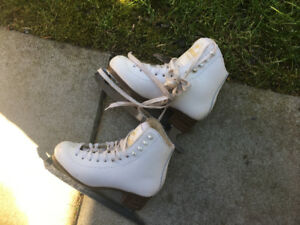 Size 1 Figure Skates in Excellent condition