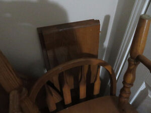 Double-Leaf Round to Oval Table and Chair Set - 4 Chairs Kitchener / Waterloo Kitchener Area image 3