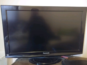 """32"""" Panasonic LCD (added a new pic and extra accessory)"""