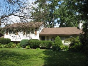 HOUSE FOR SALE- PRIVATE; LOT 90X125 IN ANCASTER$689,900.00