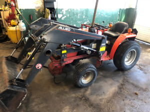 4WD Massey 1010 tractor and loader
