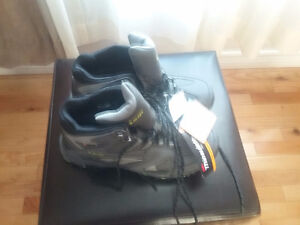 MENS HI TECH INSULATED HIKERS NEW SIZE 12