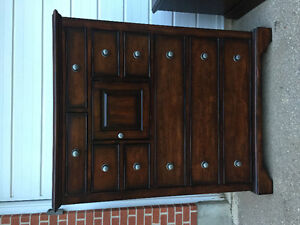 Dark wood bedroom set pick it up ASAP *minor wear