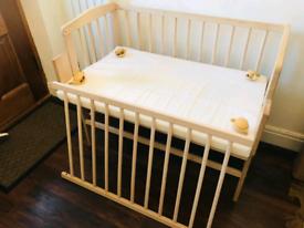 Waldin baby bedside Co sleeping crib
