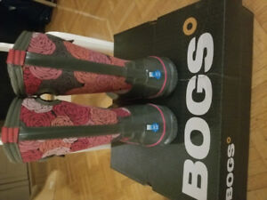BOGS GIRLS BOOTS SIZE 1