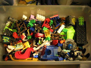 Mixed Lot of MegaBlox, Playmobil etc.