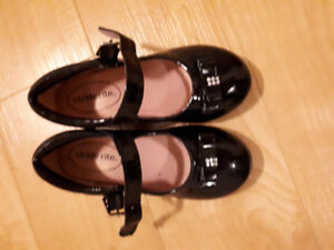 Stride Rite Black Patent Mary Jane's - practically brand NEW!