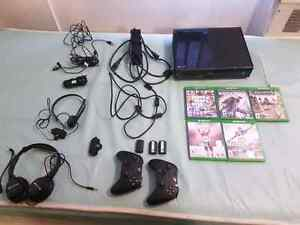 Xbox ONE, 2 Con, 5 Gms, 2 Hdset, All Cords + HDMI )