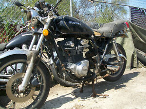 1982 SUZUKI GS400 FOR PARTS $250 Will sell parts off it.