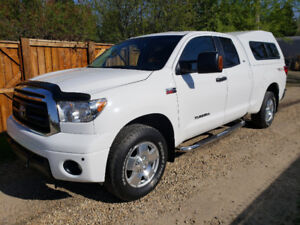 2010 Toyota Tundra TRD Doublecab - Extremely low kms