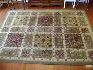 "Excellent condition wool area rug 8' wide x 10'9"" long"