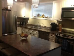 North Nanaimo Luxury, Furnished 1 Bedroom Garden Suite