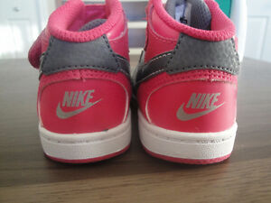 Brand New Nike Force Silver & Pink Velcro Running Shoes Size 4c London Ontario image 4