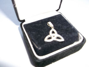Classic Celtic Trinity Knot Sterling Silver Pendant (925)