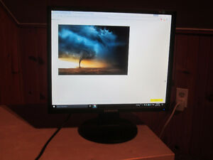 Samsung LCD Monitor (SyncMaster 943N) 19in