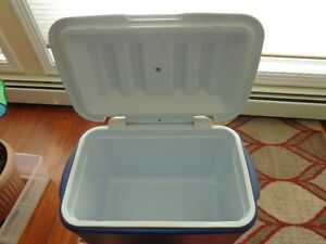 SMALL COOLER by RUBBERMAID