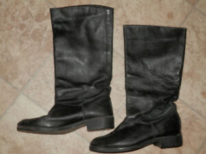 3 pairs of ladies boots (Roots, Blondo...)