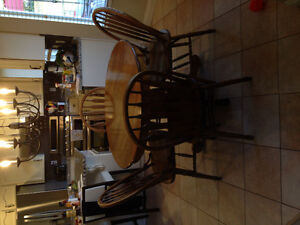 Oak Kitchen Table and Chairs in Mint Condition