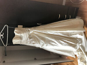 Maggie Sottero Wedding Dress BNWT Asking 500 or best offer