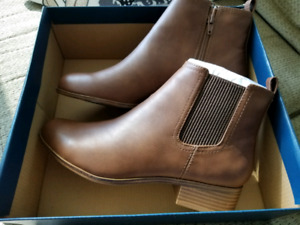 Denver Hayes womens chelsea boots size 8.5