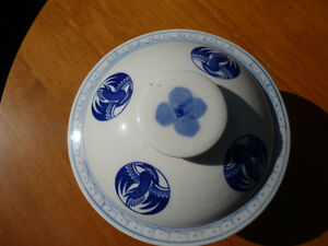 Vintage Mid 20th century Chinese bowl with lid Kitchener / Waterloo Kitchener Area image 3