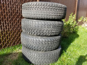 4 winter tires Toyo Observe G02 215 / 70/ 16 on rims