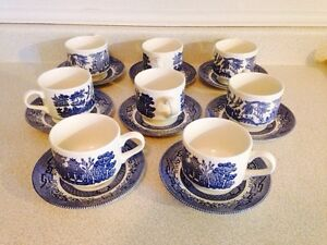 Set of 8 Vintage Blue Willow Cups and Saucers