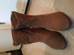 LOW CUT WOMENS COWBOY STYLE BOOTS SUEDE