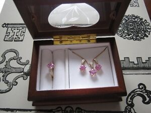 Pink sapphire earrings, pendent set in 10 kt gold