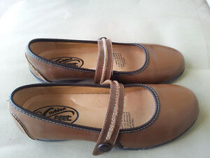 GIRLS / LADIES / WOMENS BROWN SHOES