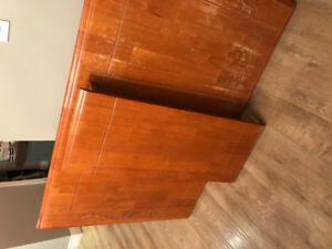 Solid wood table top and 6 Chairs