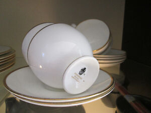 WEDGWOOD CUPS & SAUCERS CALIFORNIA PATTERN BONE CHINA MADE IN EN