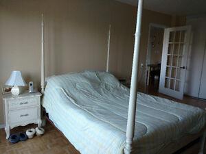 Mobilier chambre à coucher blanc style antique