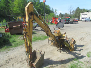 LONG 1119A 3PT. BACKHOE AND HYDRAULIC PUMP.