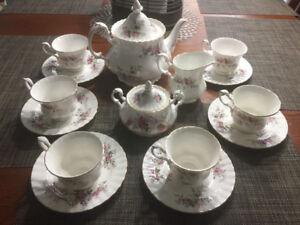 "Royal Albert ""Lavender Rose"" 17-piece Vintage Tea Set, England"
