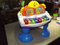 Piano Fisher-Price pour bébé