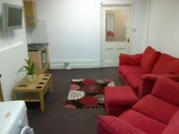 A Superb large 3 bed flat fully furnished with bills included* and large rear private garden