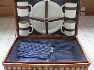 Wicker Picnic Basket with Utensils for 4 People