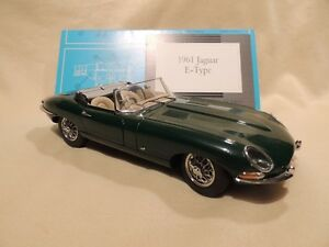 Franklin Mint Precision 1961 Jaguar E Type 1/24 scale model.