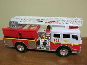 Camion pompier Tonka sonore et lumineux 17po de long