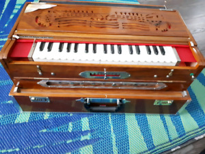 Triple reed 9 scale changer DMS Harmonium with case